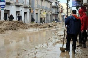 Европу продолжает колбасить от непогоды