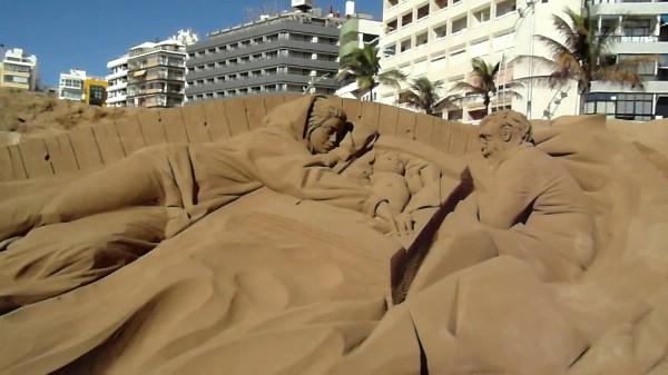 На Канарских островах создана самая большая рождественская сцена из песка в Испании