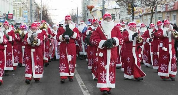 Всероссийский парад Дедов Морозов состоялся в Рыбинске под Ярославлем