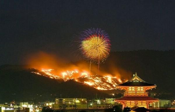 В Японии проведут фестиваль горящей горы «Ямаяки»