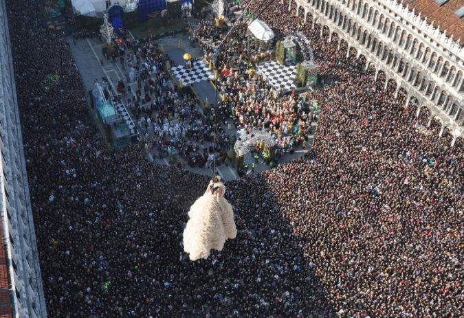 Через месяц начнется Венецианский карнавал: Полет Ангела и вся программа