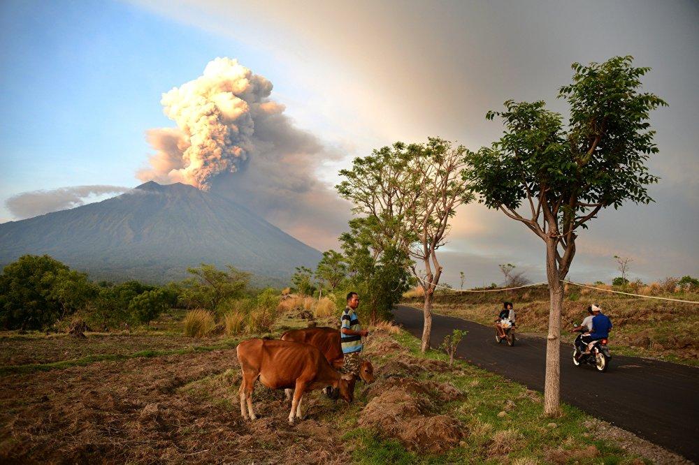Режим чрезвычайной ситуации на Бали продлили до 10 декабря
