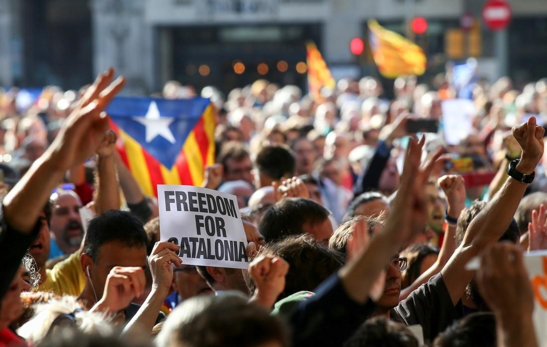 МИД: российским туристам следует избегать митингов в Каталонии